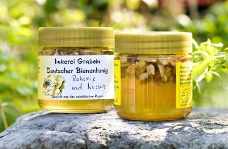 """Bienenhonig """"Robinie mit Nüssen"""""""